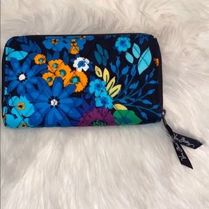 Vera Bradley medium sized wallet never used